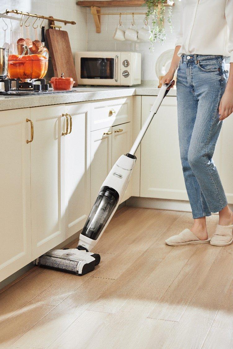"""传统清洁费时又费力?MOVA自清洁洗地机一步搞定""""吸拖洗"""""""